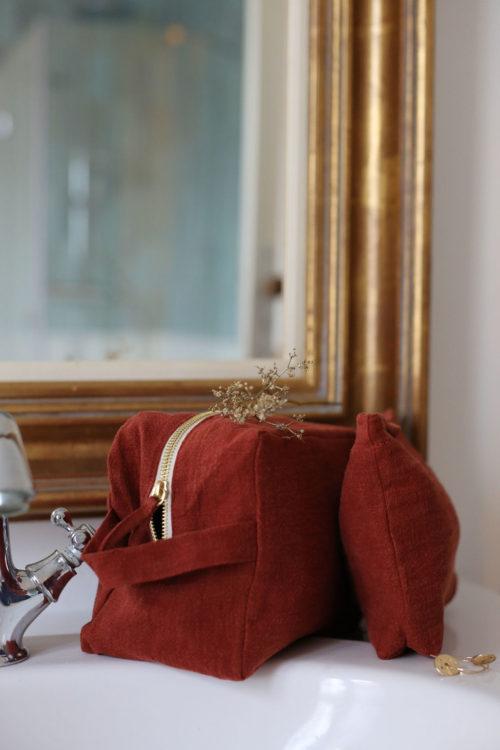 trousse et pochette en lin brun cuivré
